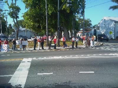 Picketers on Manatee Avenue West
